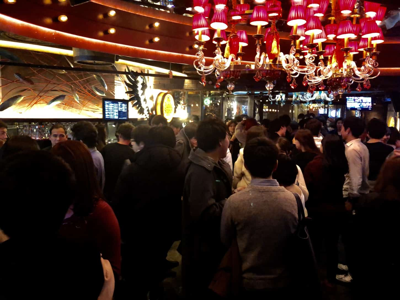 パブリックスタンド渋谷店の年齢層は20代が多い!男女比は圧倒的に男性多め!