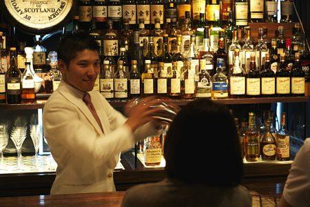 老舗バー「Dining Bar SUKATTO」